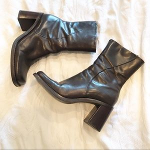 Vintage | 90's Square Toe Chunky Block Heel Boots
